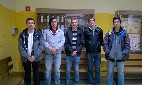 Nino Časar, Žan Hozjan, Urh Kolarič, Tadej Šinko in Žiga Škalič so osvojili zlato priznanje na Mednarodnem matematičnem kenguruju (2016/2017)