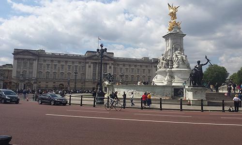 Buckinghamska palača v Londonu