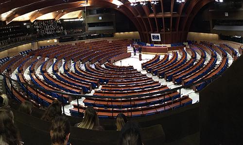 V parlamentu, poglavitni instituciji demokracije, v Strasbourgu
