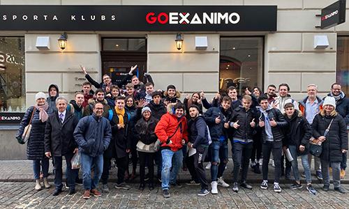 Gasilska slika vseh udeležencev turnirja LOL v Rigi