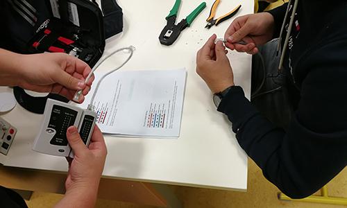 Izdelava in testiranje komunikacijskih povezav