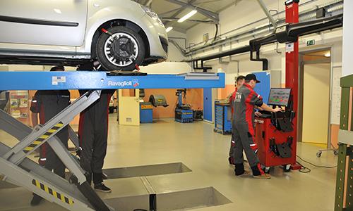 Delo v delavnici, nastavitev optike vozila