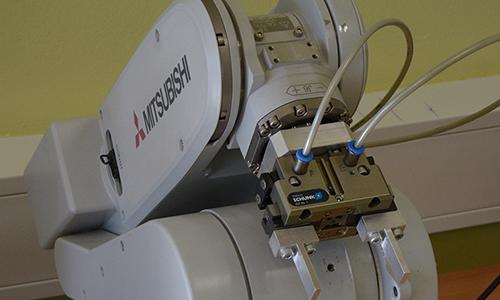 Prikaz industrijskega robota, ki ga uporabljamo v didaktične namene