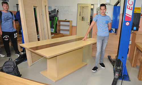Zaključni izdelek - jedilniška miza in vhodna vrata