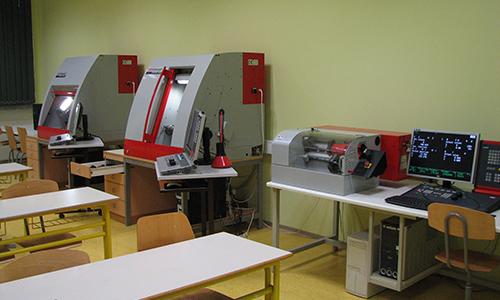 Različni CNC-stroji za odvzemanje materiala