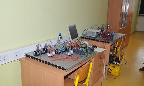 Delovna postaja za elektropnevmatiko – Siemens LOGO krmilnik